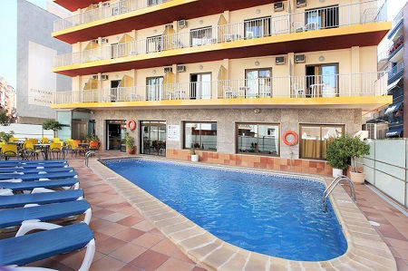 2 Star Brasil is a budget hotel in the old town Benidorm.