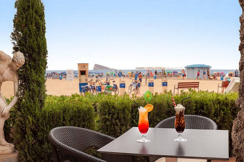 Gran Delfin Beachfront 4 Star Hotel Benidorm: Terrace bar