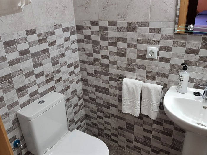 Hostal Irati Benidorm Bed and Breakfast Bathroom