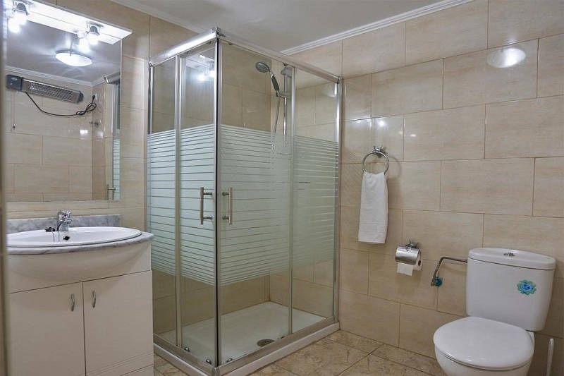 Apartments Maja Benidorm Spain: Bathroom