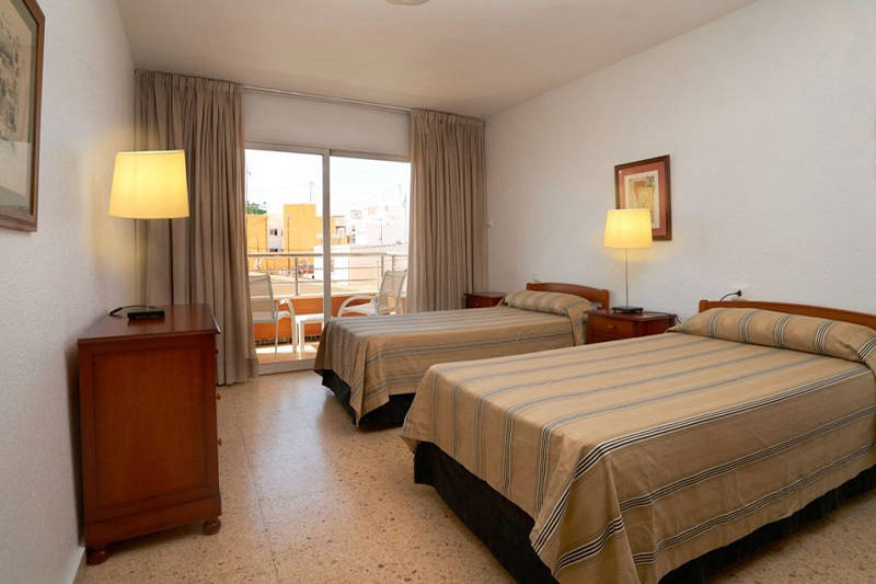 Apartments Maja Benidorm Spain: Twin bedroom apartment.