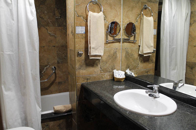 4 star Marina Hotel Benidorm: Bathroom