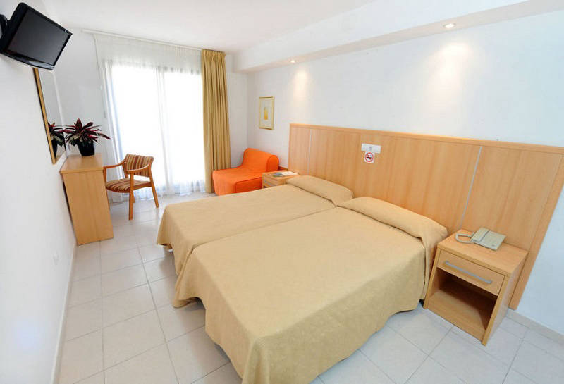 Montemar Beachfront Hotel Benidorm: Twin interior room (no balcony).