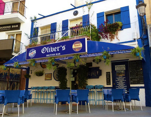 Oliver´s British Bar Benidorm Old Town for cheap drinks on the terrace.