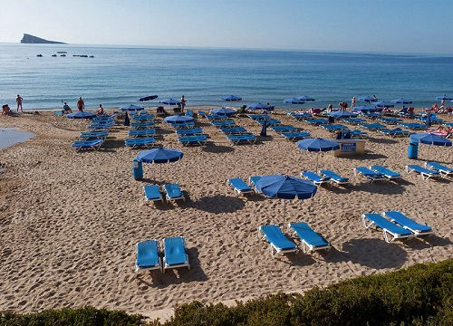 Sunbeds and Parasols to rent on the Poniente beach.