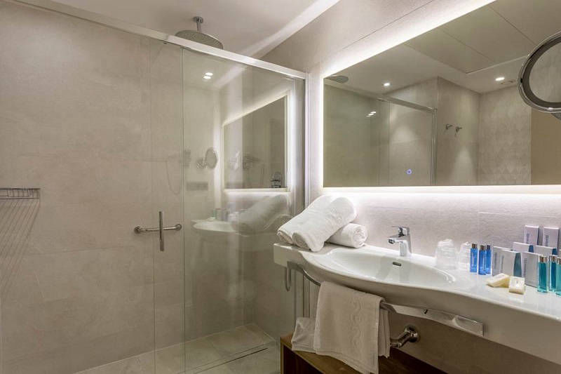 Presidente a luxury brand new hotel in Benidorm - bathroom