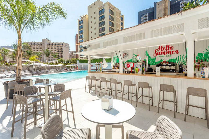 Presidente a luxury brand new hotel in Benidorm - The pool bar