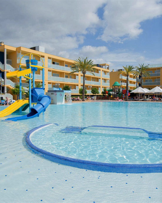 Terralta Aparthotel for family holidays in Benidorm Spain