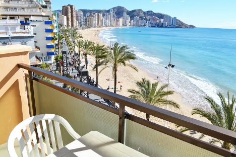 Don Cesrar Beach apartments in Benidorm
